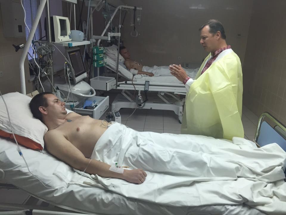 Порошенко сегодня посетит в госпитале бойцов Нацгвардии, раненых в столкновениях под Радой - Цензор.НЕТ 1748