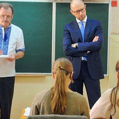 Яценюк дав поради школярам, якими соцмережами користуватися