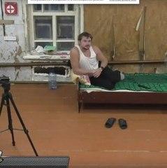 """У Росії запустили реаліті-шоу про злидні, де герой """"сидить"""" лише на воді та сухарях (ВІДЕО)"""