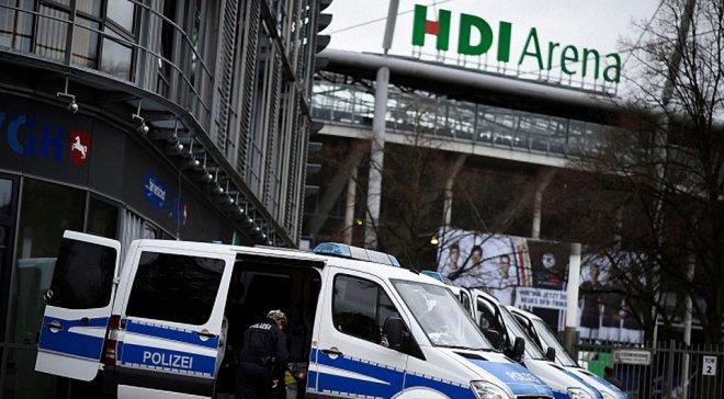 Біля стадіону у Німеччині виявлено автомобіль-вибухівку швидкої допомоги