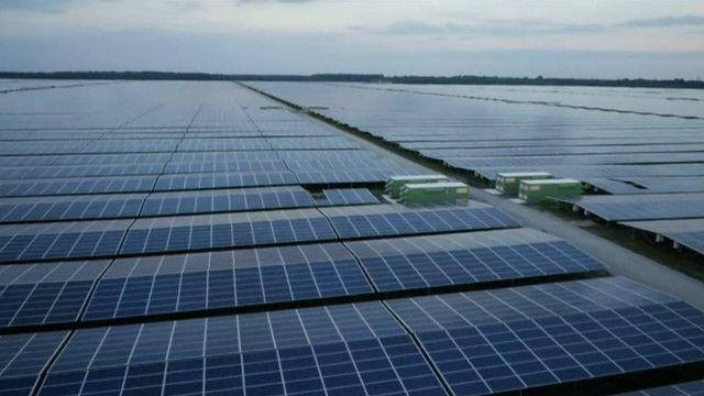 Сонячна електростанція живить ціле місто уФранції