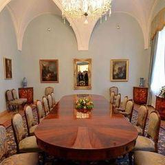 Канцелярія президента Польщі відмовилася від картин художника українського походження