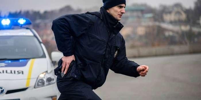 УКиєві вноворічну ніч чоловік погрожував поліцейським рушницею,— Нацполіція