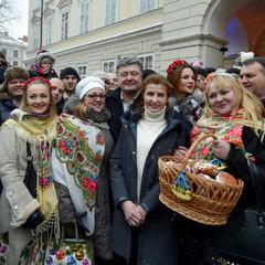 Порошенко з родиною весело відсвяткував Різдво у Львові (відео)