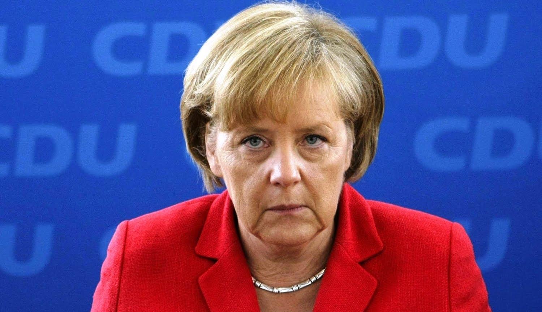 Меркель збирається переглянути правила депортації мігрантів