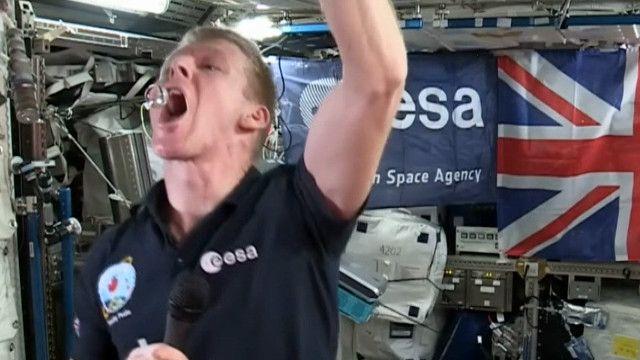 Вихід у відкритий космос астронавта Тіма Піка перервали дочасно