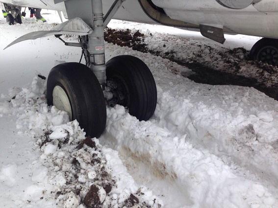 Ваеропорту «Жуляни» літак Львів-Київ викотився зазлітну смугу