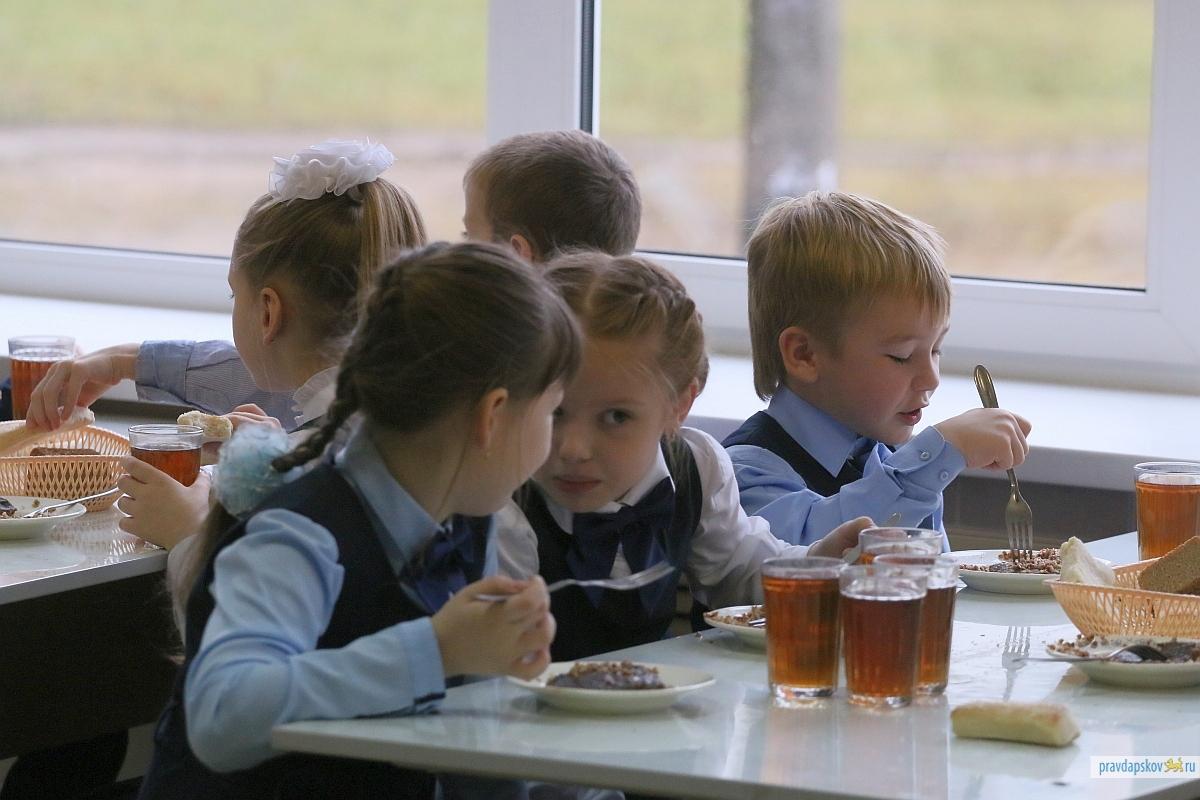 Кабмін надав право органам місцевого самоврядування забезпечувати харчування дітей