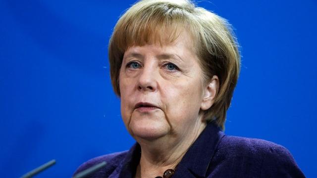 Меркель збирається відправити біженців зБлизького Сходу додому