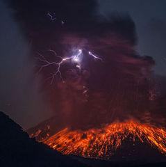 В Японії поруч з АЕС розпочалося виверження вулкана (ВІДЕО)