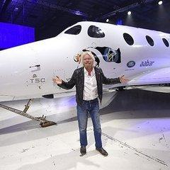Британський мільярдер показав новий космічний корабель для туристів (ФОТО)