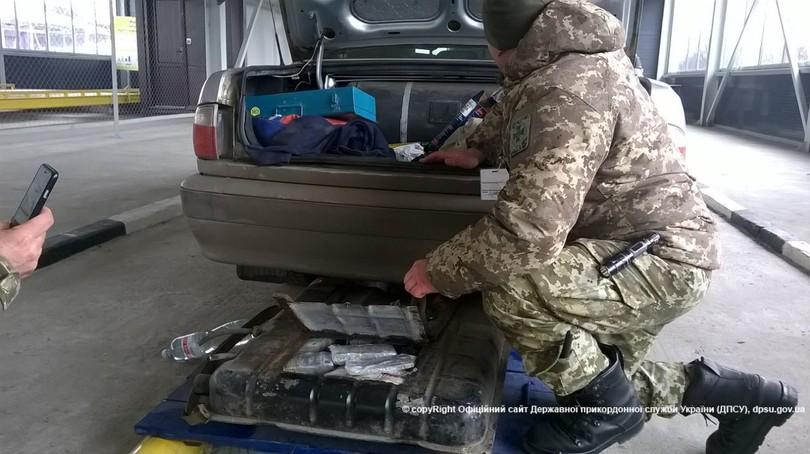 Українець намагався вивезти доРосії велику суму грошей