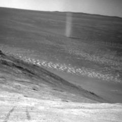 На Марсі сфотографували «куряного диявола»