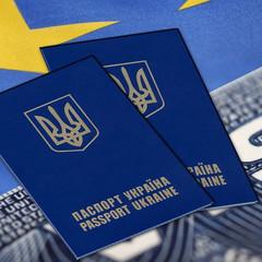 Офіційно: Єврокомісія пропонує скасувати візи для українців