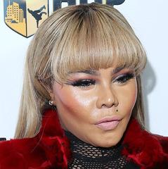 Афроамериканська співачка змінила колір шкіри