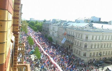 У Варшаві 200 тисяч людей вийшли на протести
