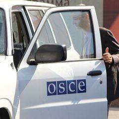 У Донецьку до машини місії ОБСЄ бойовики намагались причепити  георгіївську стрічку