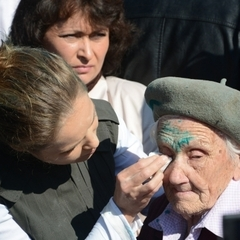 Російські ЗМІ «поховали» літню жінку-ветерана, яку облили зеленкою у Слов'янську