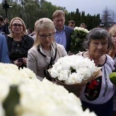 Журналіст пояснив, чому Савченко не прийняла букет від Тимошенко