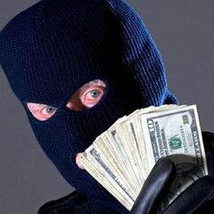 У Києві невідомі відібрали сумку з 2 млн грн в чоловіка після виходу з банку