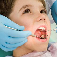 Пластикові пляшки знищують дитячі зуби, - вчені