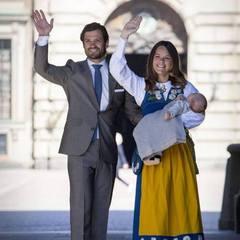 Маленького принца Швеції представили публіці (фото)