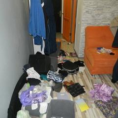 Киянин допоміг жінці довезти валізи з квартири на вокзал, а потім повернувся в оселю та виніс всі цінні речі