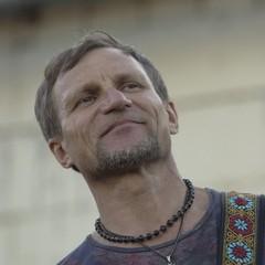 Олег Скрипка зіграє на передовій