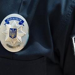 У Києві серед білого дня пограбували автівку на очах у власника