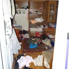 На Оболоні грабіжники напали на чоловіка біля дверей квартири
