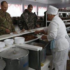 Міноборони розриває контракт на 400 мільйонів з постачальником їжі через масове отруєння військових
