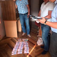 У Києві на хабарі затримано посадовця Дніпровської РДА