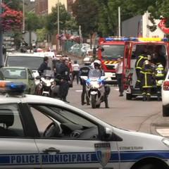 Нападники, що захопили заручників в церкві на півночі Франції, перерізали горло священику