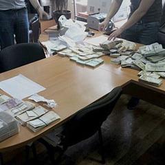У Києві податківці вимагали від підприємця 36 тисяч доларів США