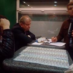 У судді, якому вчора Луценко оголосив підозру, знайшли угорський паспорт та сотні тисяч доларів (фото, відео)