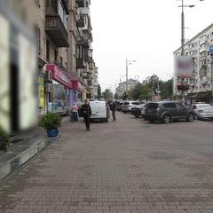 У Києві чоловік із ножем накинувся на касира пункту обміну валют