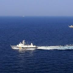 Морська охорона України спостерігає за непізнаним російським судном, що маневрує в районі Скадовська