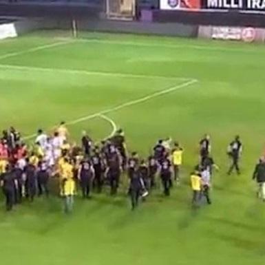 Матч між збірними Туреччини та Кіпру завершився бійкою (відео)