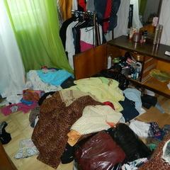 У Києві завдяки пильності сусідки поліція затримала квартирних злодіїв «на гарячому»