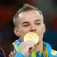 Олімпієць Верняєв незадоволений, що йому видали квартиру в недобудові