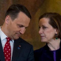 Дружину екс-міністра Польщі звільнили з роботи через «втручання у внутрішні справи країни»