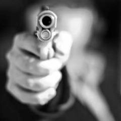Напад на Троєщині : невідомі вистрілили в киянина та відібрали сумку з 365 тис. доларів США