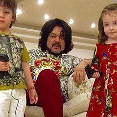 Філіп Кіркоров вперше з'явився із дітьми на червоній доріжці (фото)