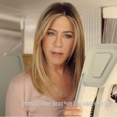Відео, в якому  Еністон рекламує Emirates Airlanes, зібрало майже 300 тис. переглядів за добу