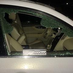 У Києві зухвалий злодій пограбував автівку, коли жінка-водій перебувала за кермом