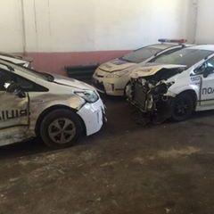 В мережу потрапили фото автопарку розбитих «Пріусів» поліції (фото)