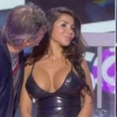 Секс-скандал у Франції: ведучий поцілував танцівницю (фото)