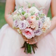 Британка знайомилася з чоловіками в інтернеті й приходила на перше побачення у весільній сукні (відео)