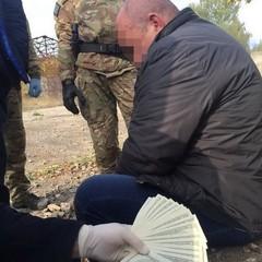 Посадовець міськради Одещини вимагав від підприємця 20 тис. доларів США