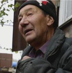 «Передайте в Росію - вони гірше фашистів» -  житель Водяного розплакався перед журналістами (відео)